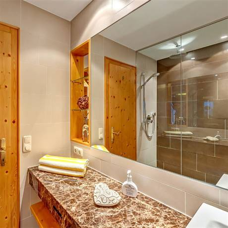 360 degrees from the bathroom of the Private Wellness Suite Tirol