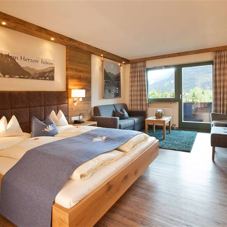 Sleeping-living area with view to the balcony of the Comfort Double Room Kaiserblick zum See
