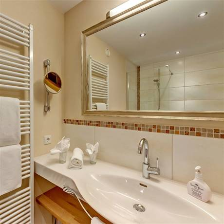 360 degree view from the bathroom of the Comfort Double Room Kaiserblick zum See