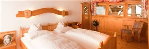 Doppeltbett mit Schlafgalerie von der Familiensuite Kitzbühel