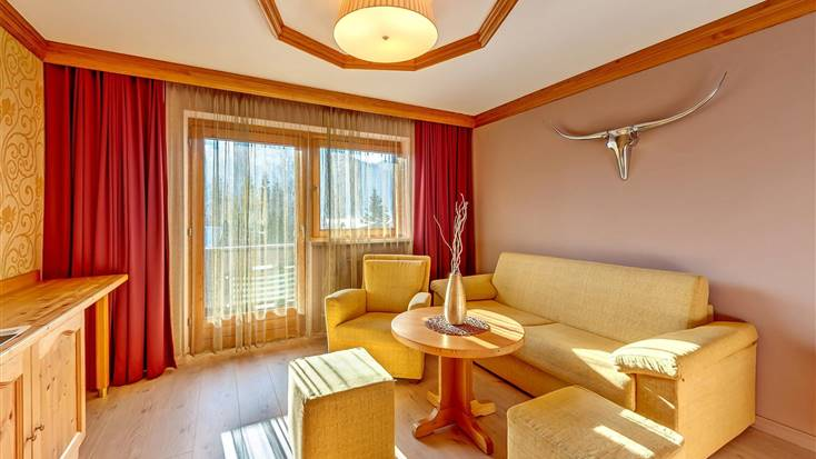 Living area with view to the balcony from the Alpine Feel Good Suite Innsbruck