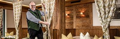 Rustikale Betten aus Holz mit Heu