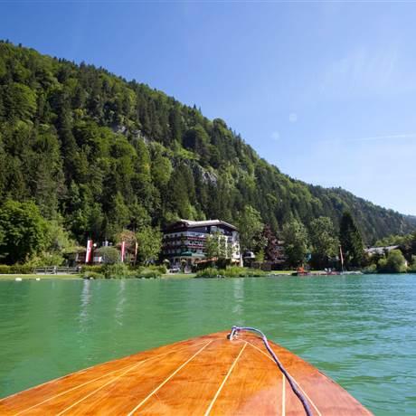 Bootsspitze im See