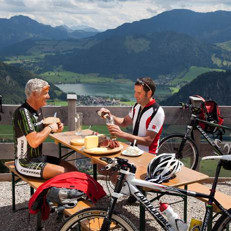 Mountain bikers take a break and enjoy a snack